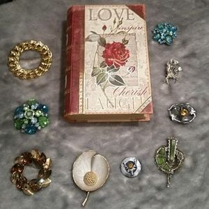 Jewelry - A set of 9 beautiful brooches